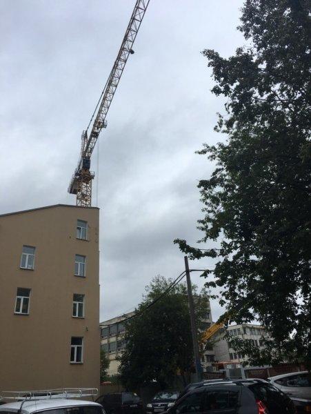 Жителей Санкт-Петербурга напугал «танцующий» строительный кран