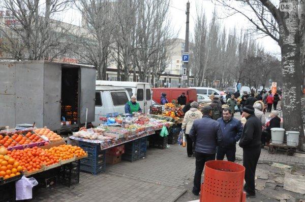Стихийный рынок на Рабочем городке Ростова разогнал ОМОН