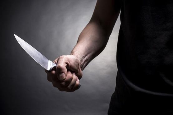 В Тюменской области мужчина ударил сына ножом и обратился в больницу, чтобы ему помогли