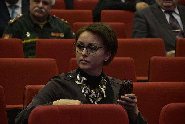 Экс-министр из Саратова, готовая прожить на 3.5 тысячи, получала пособие из облбюджета