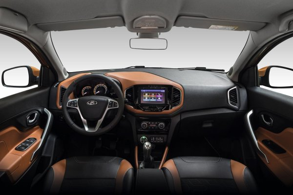 «Фейковый SUV»: Автоблогер жёстко раскриковал новую LADA XRay Cross