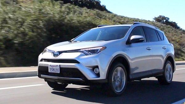 Хуже, чем УАЗ «Патриот»: Автоблогер раскритиковал Toyota RAV4 за 1,7 миллиона