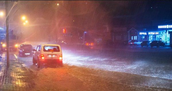 «Сочи отрезан, таксисты наглеют»: Водители с М4 «Дон» рассказали о последствиях стихии