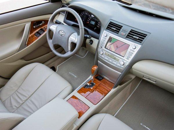 «Камри» за 500 тысяч: Блогер раскрыл схему «развода» покупателей авто с пробегом
