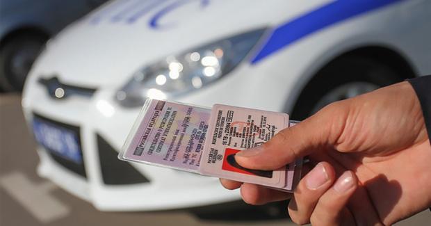Купил права, чтобы не потерять работу: под Тюменью задержали водителя с подложными документами