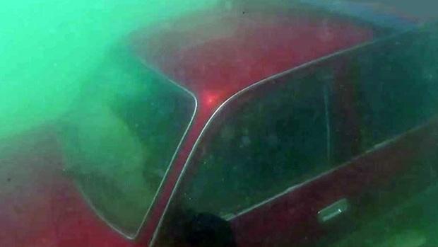 На дне моря дайвер обнаружил автомобиль с ключом зажигания
