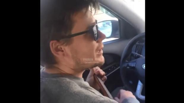 Это глупо: тюменский таксист рисковал ради заболевшей пассажирки - видео