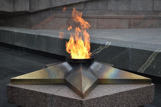 В Ембаево зажгли Вечный огонь