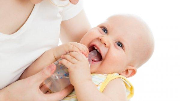 Учёные объяснили, почему новорожденным нельзя пить воду
