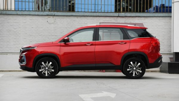 General Motors и SAIC представили обновленный бюджетный кроссовер Baojun 530