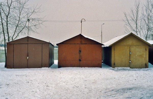 «Не хватает ямы с кольями»: Лайфхаки по защите гаража от воров до истерики рассмешили сеть