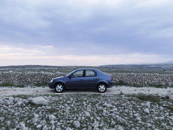 «Типичное нищебродство»: «Горе-лайфхакера» высмеяли за самодельный подлокотник для Renault Sandero