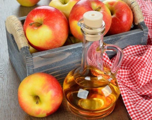 Ученые: Яблочный уксус поможет избавиться от прыщей на лице