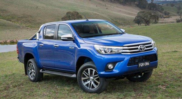 «За что тут 2,2 миллиона?»: «Убогий» Toyota Hilux в «базе» поразил блогера