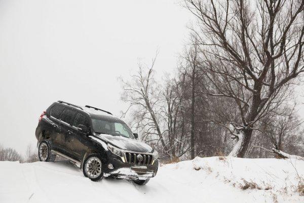 «Еду, как по асфальту!»: О Toyota Land Cruiser на зимней дороге рассказал владелец