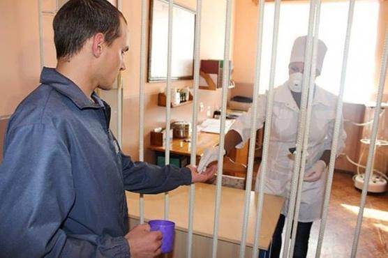 В тюменскую тюрьму врача приняли через суд