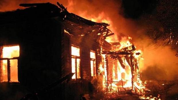 Шесть человек погибли в пожаре в жилом доме