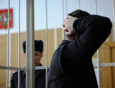 В Тюмени на скамью подсудимых попал полицейский, сотрудничавший с зэками