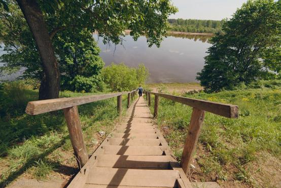 На спуске к Иртышу появилась новая лестница