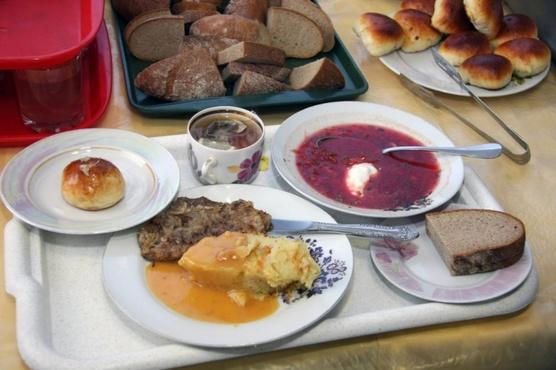 На поставщика школьного питания, на которого жаловались тюменские родители, составили пять протоколов