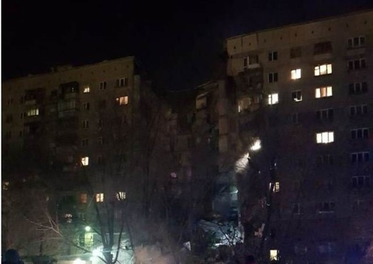 Два человека погибли в результате обрушения подъезда жилого дома в Магнитогорске