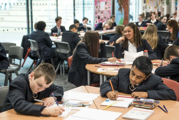 Исаак Калина сообщил об идеальной готовности столичных школ к новому учебному году