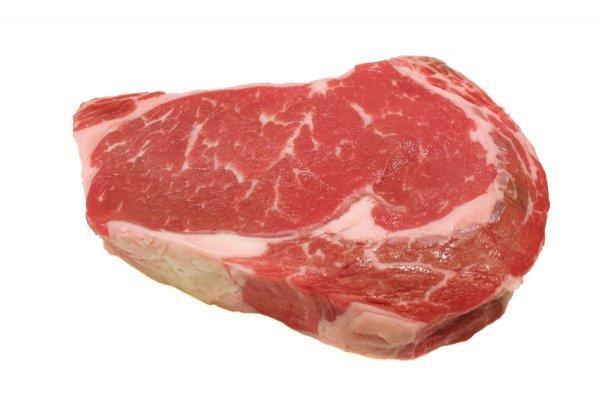Учёные рассказали, почему красное мясо приводит к инфарктам
