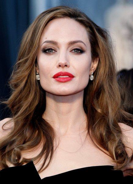 «Это уродство!»: Поклонник набил безобразное тату с лицом Анджелины Джоли – соцсеть