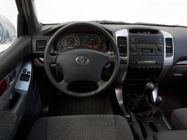 «Прадик» за копейки: Можно ли купить Toyota Land Cruiser Prado за 900 000 рублей выяснил эксперт