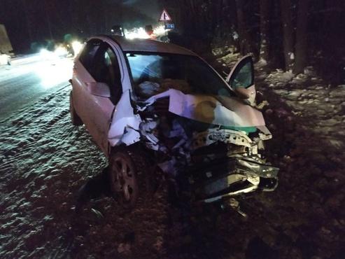 Тягач врезался в машины: в массовом ДТП на тюменской трассе пострадали два человека