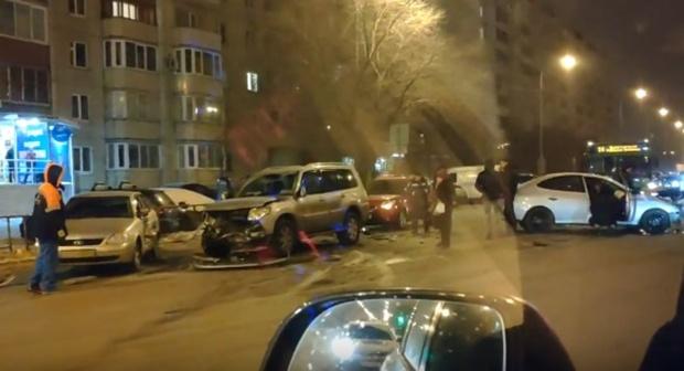 Массовая авария на улице Федорова в Тюмени: столкнулись 4 автомобиля