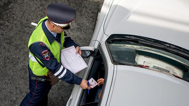 Водитель был настолько пьян, что уснул во время прохождения теста на алкоголь