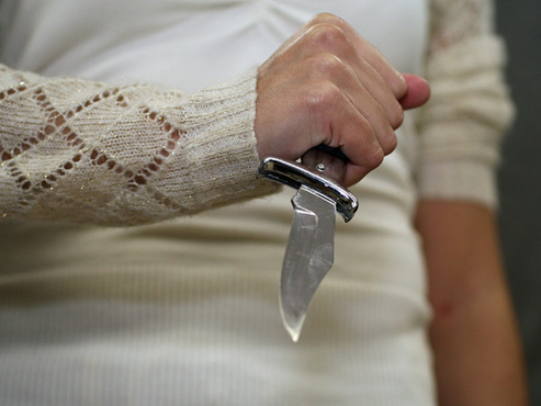 Женщина зарезала своего собутыльника