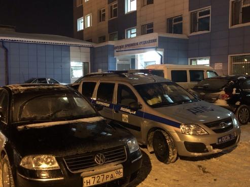 Тюменские полицейские помогли маленькой девочке, которой попал клей в глаз
