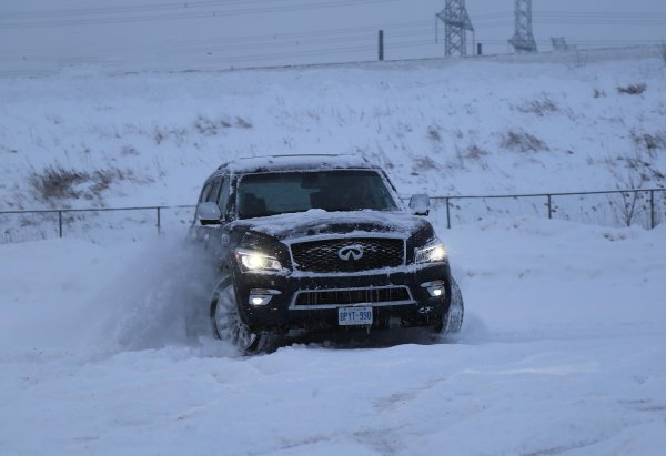«Зимнюю олимпиаду» между Infiniti QX80 и УАЗ «Патриот» устроили автомобилисты