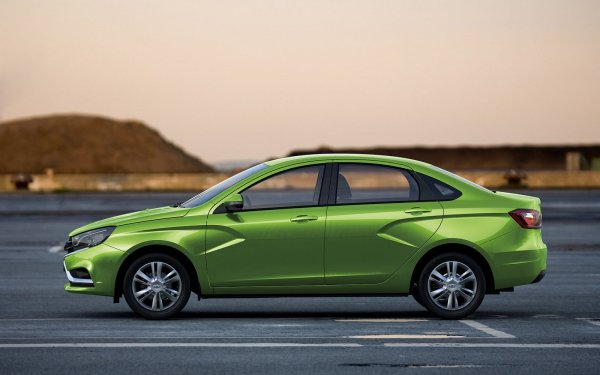 «Немецкое дно» против «русского топа»: Volkswagen Polo и LADA Vesta сравнили эксперты