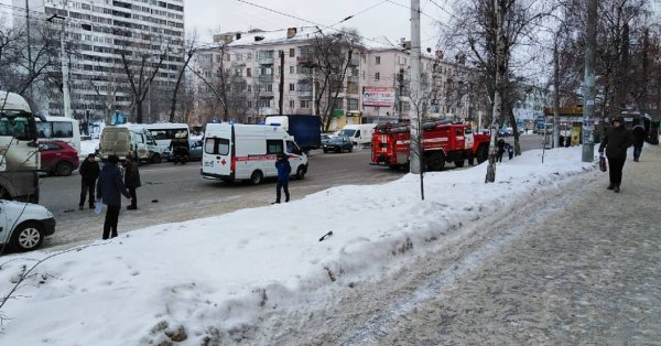 Снегопад остановил движение транспорта в Воронеже