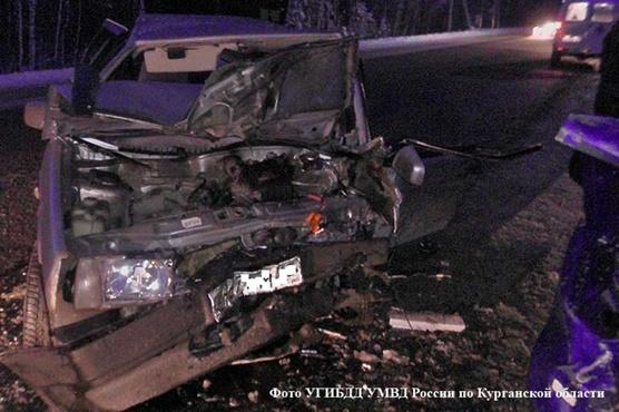 Два автомобиля ВАЗ столкнулись на трассе Иртыш - подъезд к г.Тюмень