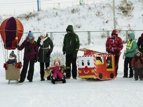 В Тюменской области на лыжной базе прошел парад санок