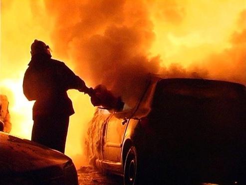 В Тюмени на улице Депутатской сгорел автомобиль