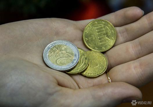 Россиянин купил телевизор за 28 тысяч рублей и расплатился монетами