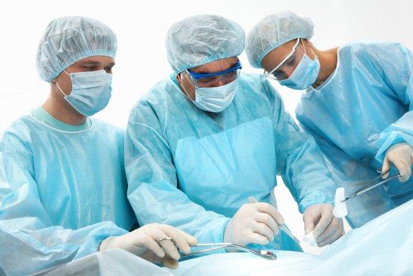 В Томске у 79-летней женщины удалили 35-сантиметровую опухоль из живота