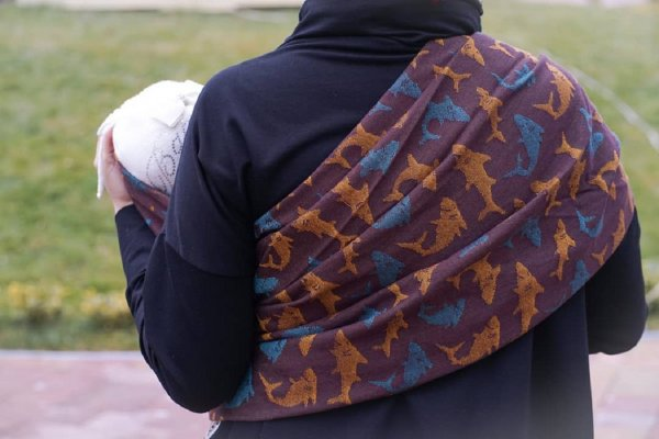 «Он больше не сможет ходить!»: Из-за слинга у ребенка из Москвы повредился позвоночник