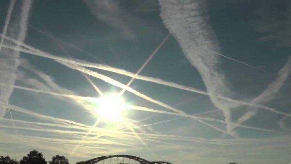 Последний шанс выжить: Мировое правительство распыляет химикаты, предотвращая вторжение Нибиру