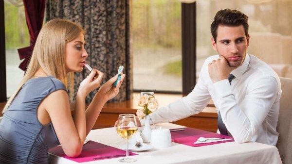 Зовите бармена: Рестораторы придумали способ борьбы с девушками-«разводилами»