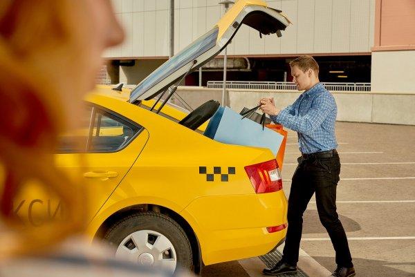 «Моя хата скраю»: Водители Яндекс.Такси возвращают утерянные вещи «втридорога»