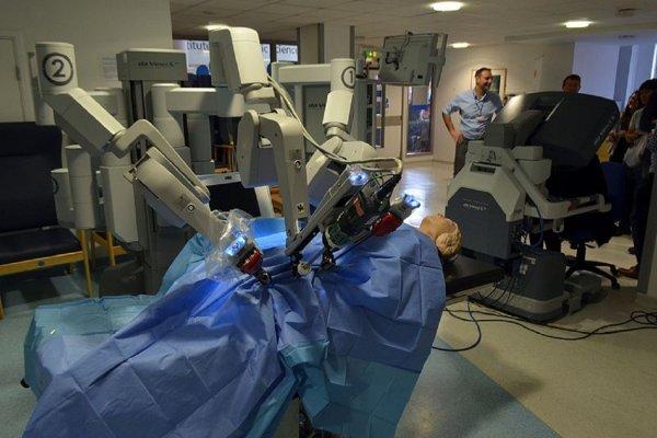 Когда платить не надо: В Украине робот впервые удалил раковую опухоль