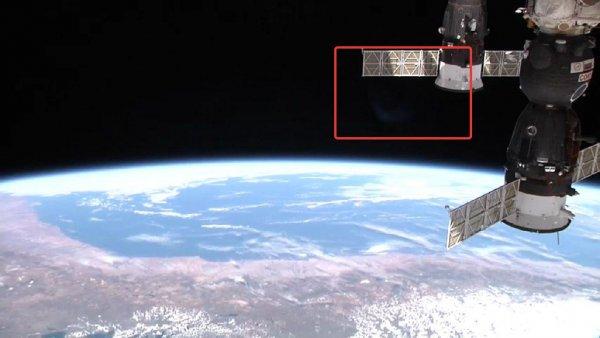 «Нибиру вернулась»: NASA зафиксировало «планету призрак», летящую к Земле  - Роскосмос готовит бронижилетную ткань на МКС