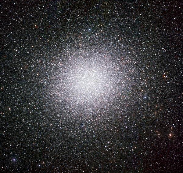 Черная дыра внутри Млечного Пути: Ученые обнаружили звездное скопление в форме кометы