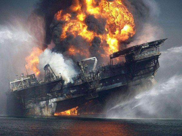 Море будет гореть: Началось массовое уничтожение нефтяной промышленности пришельцами с Нибиру - уфолог